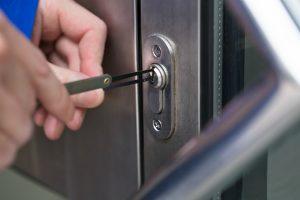 locksmith cracks a lock